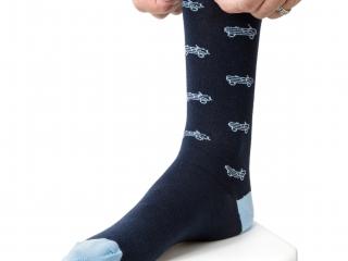 citroen-origins-mehari-chaussettes-bleues-homme-portees