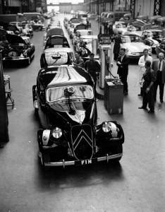 Bild: 1957 letzter produzierter Traction Avant (Modell: 11B Familiale), Usines Quai de Javel, Paris, (C) Citroën Communication