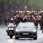 francois-hollande-ds5-hybrid4-parade-champs-elysees
