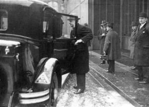 M. Louis Serre und sein Dienstwagen Citroën C6, 1933, (C) frz. Nationalarchiv