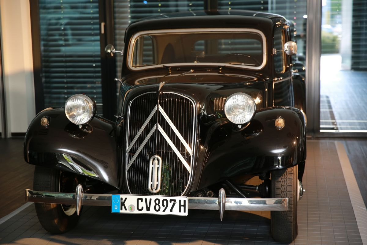 impressionen der jubil umsfeier 80 jahre citro n traction avant der cdg in k ln amicale. Black Bedroom Furniture Sets. Home Design Ideas