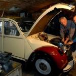 Citroën 2CV: Jacques Barcat lehrt das Schrauben nun auch in Deutschland