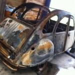 Traurige Nachrichten: der letzte 2CV - verbrannt!