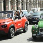 """Paris an Bord eines Citroën E-Mehari mit """"4 Roues sous 1 Parapluie""""erkunden!"""